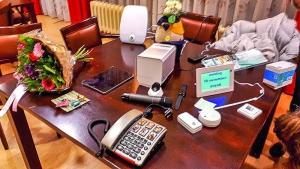 Techologiekoffer op bezoek bij het Alzheimer Café